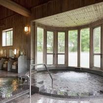 八ヶ岳の湧水を沸かした大浴場 旅の疲れをとってください。