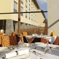 日差しがいっぱいふりそそぐレストラン ル・プラトー