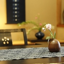 お部屋にお花を添えて(客室一例)