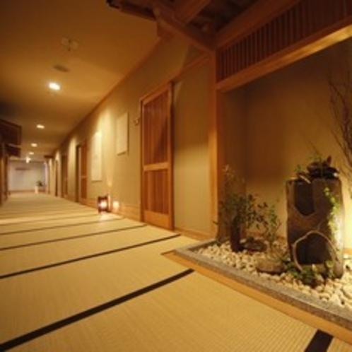 廊下も畳敷きの館内は素足でお歩きいただけます