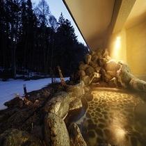 冬の【露天風呂】ライトアップ
