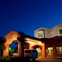 ホテルエントランス夜