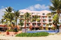 Hotel外観をビーチより
