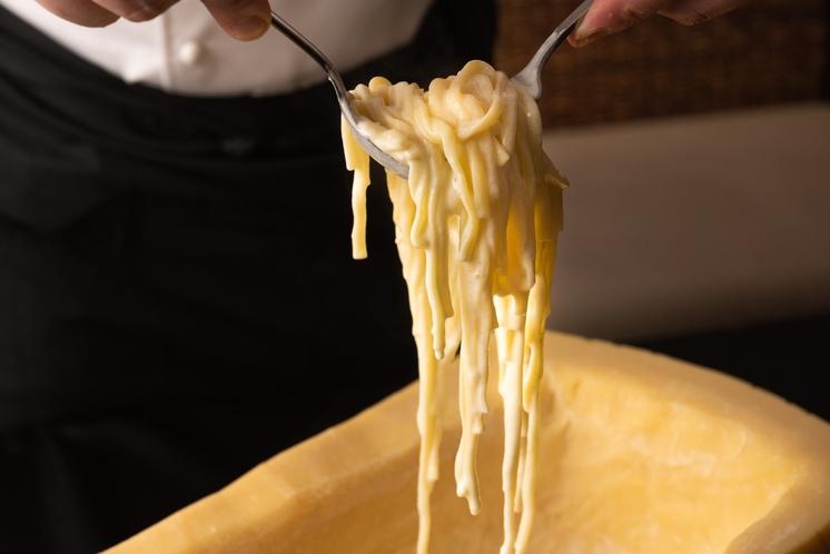 クリームパスタ ホールチーズパフォーマンス