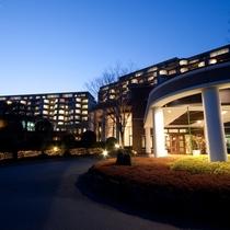 ▲ホテル外観イメージ(夜)