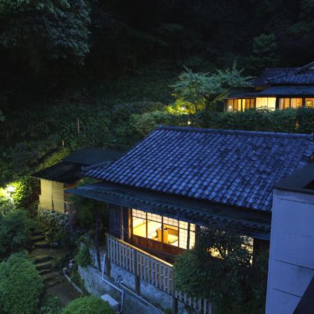 客室「静楽」外観(夜)