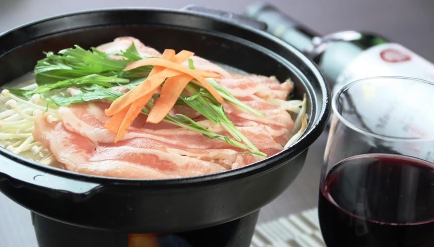 【夕食】季節のお鍋。こだわりの手づくり料理です。