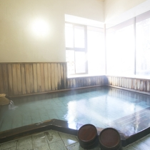 【大浴場/牧水の湯】古代総檜風呂の香りに包まれ疲れを癒してくださいませ。