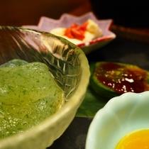 【前菜】群馬トロ蒟蒻(こんにゃく)、よもぎ麩田楽、鰹の酒盗とクリームチーズ