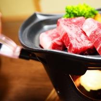 【赤城牛の陶板焼き】着火して間もなく食欲をそそる香りと音に包まれます~