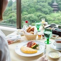 ルームサービス朝食イメージ