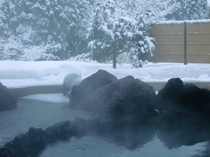 雪と露天風呂