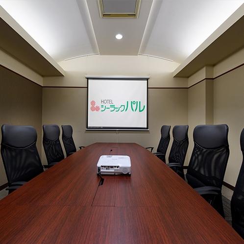 1階にミーティングルームを設けております。