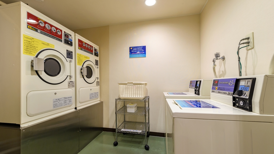 コインランドリーは洗濯機・乾燥機各2台ずつございます。