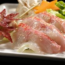 【秋の懐石】強肴一例/駿河湾産金目鯛のしゃぶしゃぶ。つくり、タレにも趣向を凝らした自慢の一品。