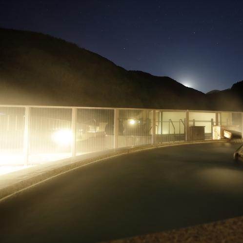 【展望露天風呂・大空】幻想的な夜の露天風呂