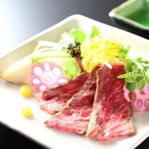 【夏の懐石】焼物一例/地場の神奈川ブランド「あしたか牛」をたたきで。新線な湘南野菜とともに。