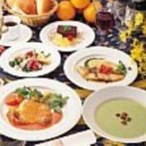【お食事】旬の素材を使った洋風コースの一例