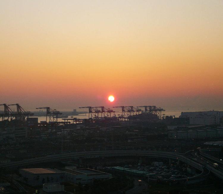 ロビーから見れる自慢の朝陽