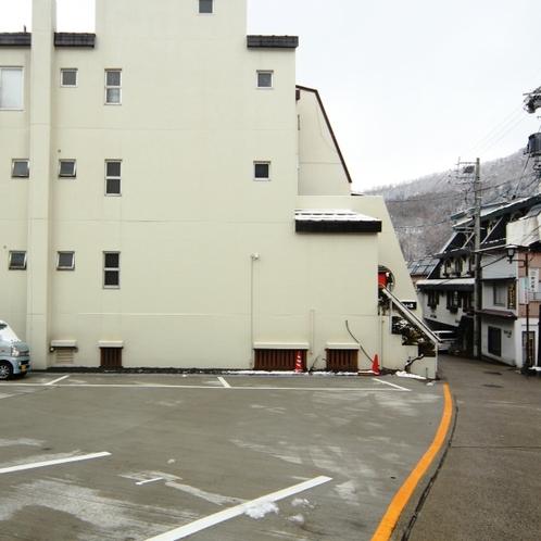 隣接駐車場