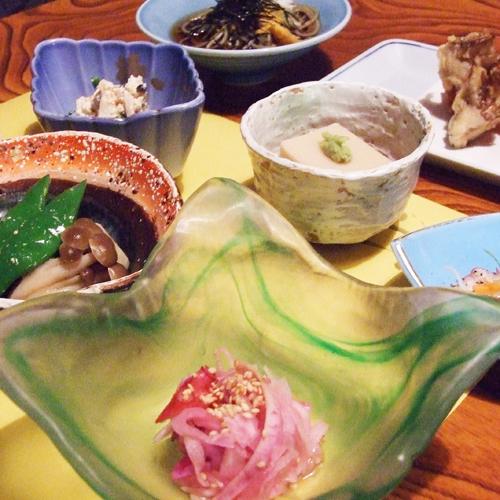 """【夕食一例】当館特製の""""和風懐石料理""""すべてに手作りと地元食材にこだわっております。"""