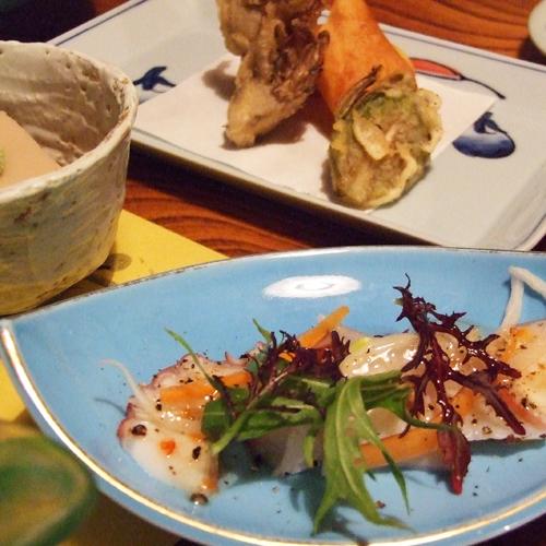 【夕食一例】シンプルですが心と体の温まるお料理が並びます。。
