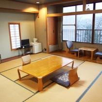 【広々12.5畳の和室】ご夫婦からご家族、グループ様までゆっくりとお寛ぎ頂けます。
