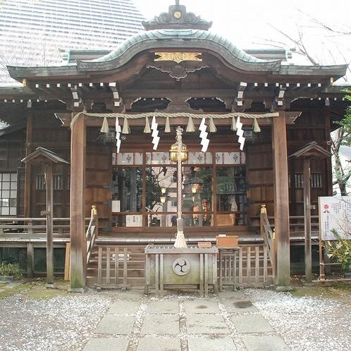 【周辺案内】西久保八幡神社(徒歩約8分)