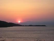 大瀬岬後方に沈む夕日