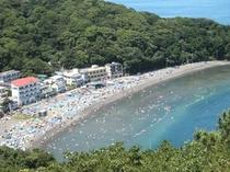 夏の海水浴場風景