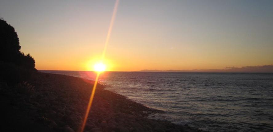 ①大瀬岬から眺める夕日