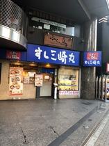 お寿司屋さんが見えますのでそのまま進みます