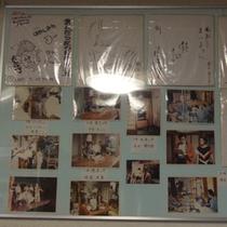 当館でロケを行った映画の撮影の風景やサインを展示!