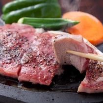 その場で焼く肥後牛のステーキ!口の中でとろけます。