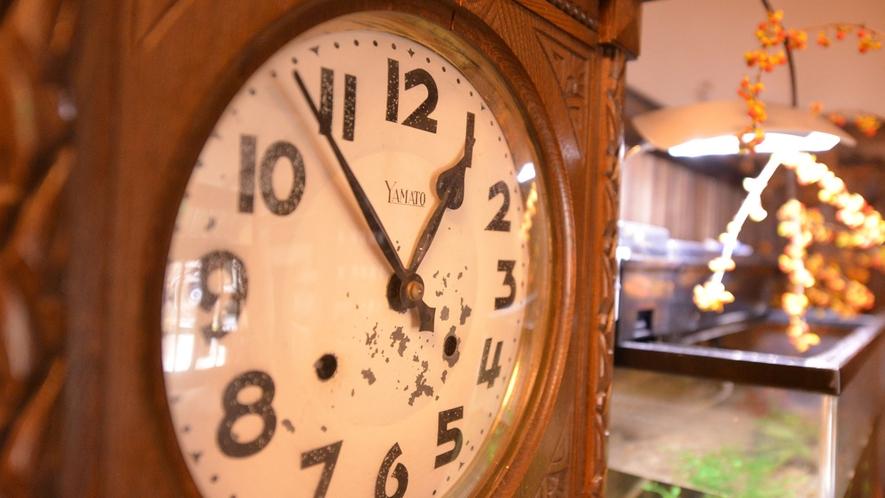 *130年以上の歴史ある老舗旅館をずっと見守り続けた古時計。※現在は止まっています。
