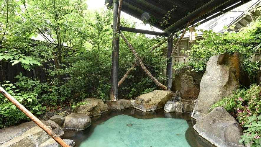 *石庭露天風呂/自然が織り成す景観を眺めながらゆっくりと湯船に浸かる贅沢。