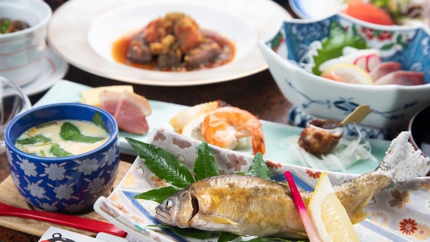 *旬の山菜や川魚など季節の味覚をお愉しみ下さい。
