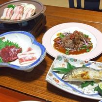 *(夕食一例)熊本の季節の味覚をご堪能いただける約10品の会席料理です。