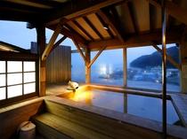 【温泉男女別大浴場】殿方露天風呂からは駿河湾を一望