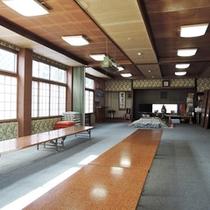 *【館内】こちらの大広間は、食堂としても使われています。