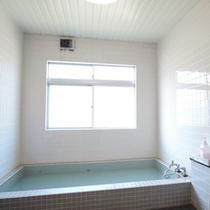 *【風呂】山麓のきれいな水を使っており、温泉と間違うお客様がいるほどです!