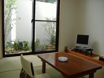 2006年にリニューアルしたばかりの1階、6畳のお部屋です。