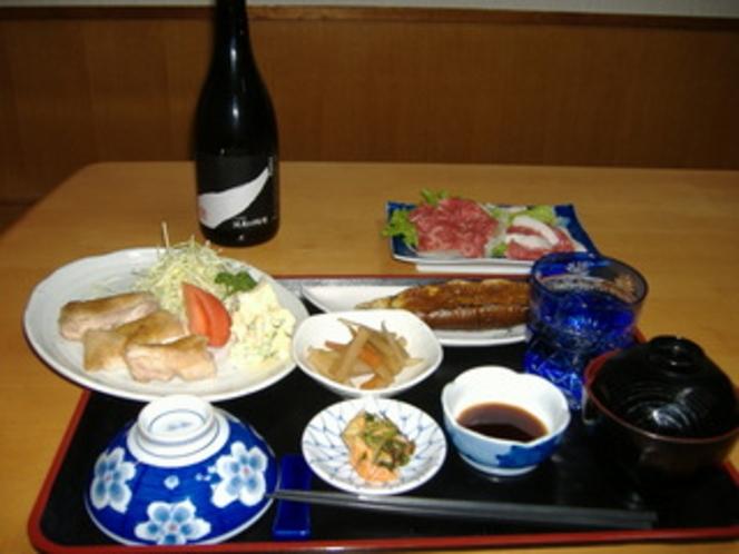 熊本特産のおいしい馬刺しを焼酎とお召し上がりください。