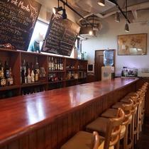 【1Fカフェ&プールバー】夜のバータイムでは沖縄の地酒の泡盛やオリジナルカクテルをご用意