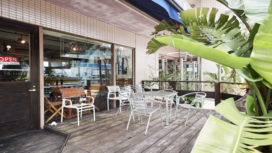 【1Fカフェ&プールバー】外で自然の空気を感じながら・・・