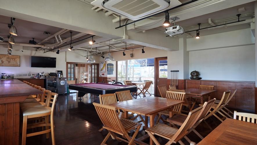 【1Fカフェ&プールバー】ビリヤード台もあります