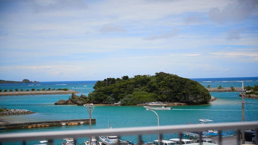 【ホテル◇周辺風景】恩納村の竜宮の島が目の前に見えます!