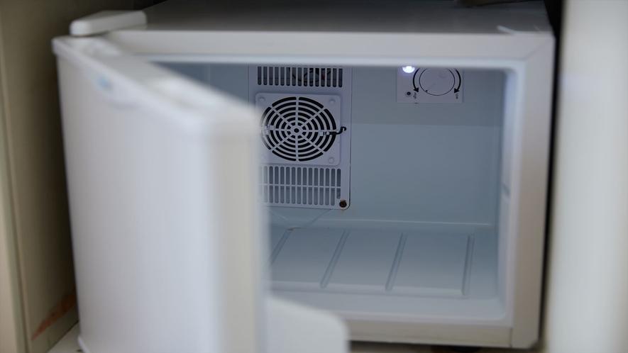 【2階洋室◇客室一例】冷蔵庫完備で機能性抜群!
