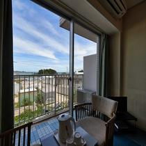 【洋室◇客室一例】座りながらゆっくり景色を眺めて・・・