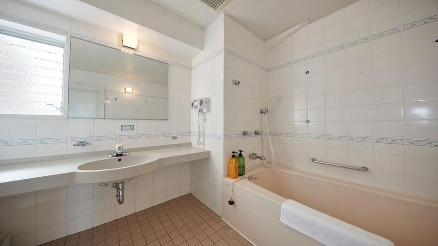 【3階~4階和洋室◇客室一例】広々バスルーム